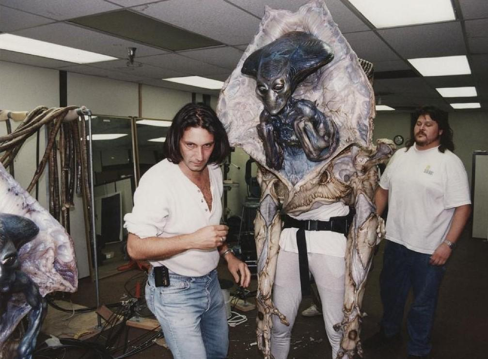 """CREATURE FEATURES: A CLOSER LOOK AT THE MOVIE MAGIC OF """"INDEPENENCE DAY"""